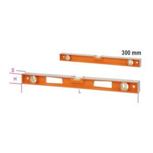 Livelle in alluminio pressofuso con impugnature, (tranne la versione da 300 mm)  4 basi rettificate 3 fiale infrangibili precisione 1 mm/m