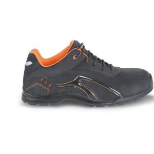 Schoen, vervaardigd uit getrommeld nubuck leer, waterafstotend met rubberen loopzool en zachte PU omsluiting