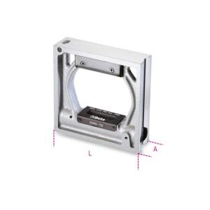 Nível de precisão quadrado, em ferro fundido com 2 bases prismáticas, 2 bases planas retificadas e 2 bolhas invioláveis precisão de 0,05 mm/m