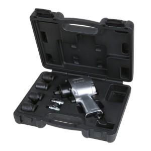 Jogo de uma chave de impacto reversível e quatro soquetes de impacto, em uma caixa plástica