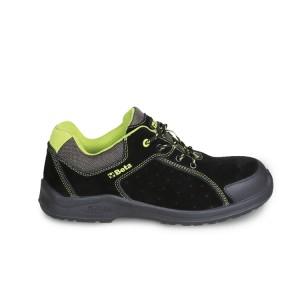 Sapato de camurça, perfurado, com reforço anti-abrasão na área da biqueira