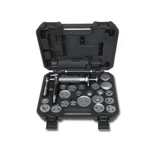 Pneumatický nástroj pro zatlačování a otáčení pístů pravých a levých kotoučových brzd s příslušenstvím v plastovém pouzdře