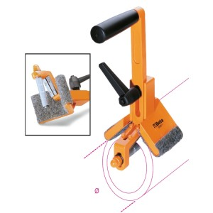 Tools for chamfering plastic pipes