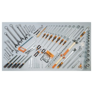 Assortment of 106 tools for agricultural, building and earth-moving machinery