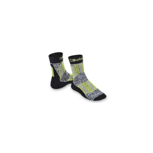 Maxi sneaker socks with protective, breathable inserts on shinbone and instep areas.
