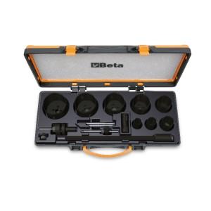 Surtido de sierras de corona  y accesorios para electricistas en caja metálica