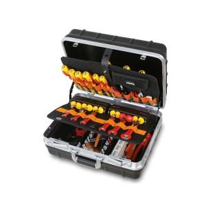 Composition avec valise porte-outils  pour l'électronique et la microtechnique