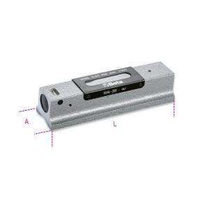 Precíziós vízmérték kokillaöntvény,  köszörült prizmaalaplappal, 2 törésbiztos libella, fadobozban,  pontosság: 0.02 mm/m