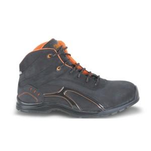 Enkelhoge schoen, vervaardigd uit getrommeld nubuck leer, waterafstotend met rubberen loopzool en zachte PU omsluiting
