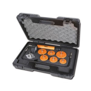 Apparaat voor het testen en vullen van het koelsysteem bij vrachtautos