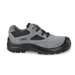 Suede schoen met nylon inzetstukken en polyurethaan versteviging op het neusgedeelte