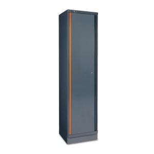 Plaatstalen enkele deurskast, als deel van een werkplaatsinrichting RSC55